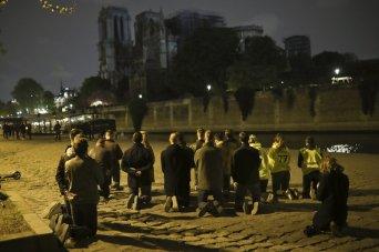 Notre Dame - people praying
